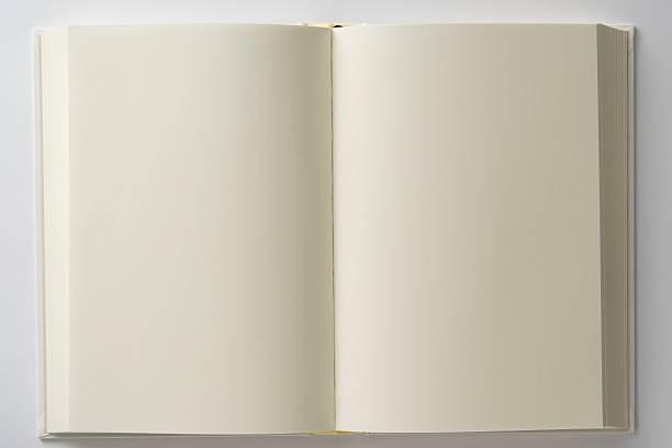 Isolado foto de inaugurado em branco branco livro em branco com - foto de acervo