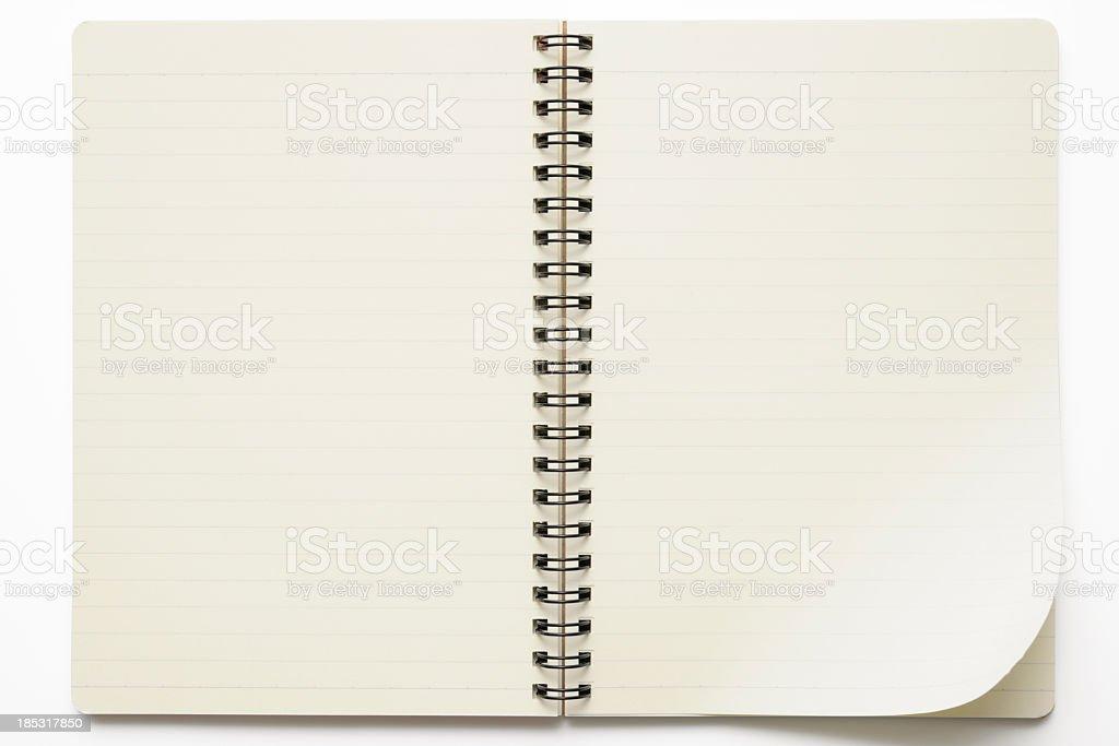 Isolé photo d'ouverture Carnet à spirale sur fond blanc - Photo