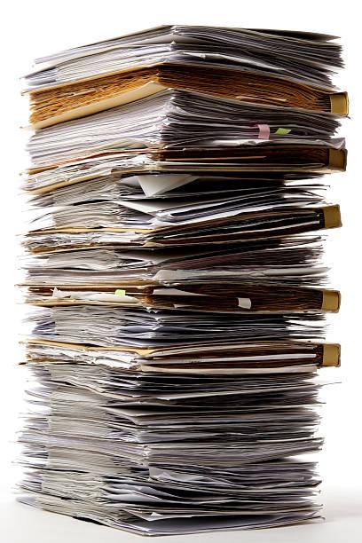 絶縁ショットは、多くの文書にスタックド、白背景 - 豊富 ストックフォトと画像