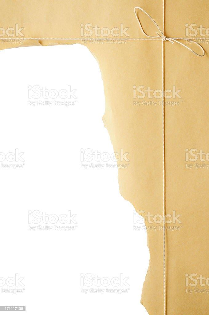 Isolierte Schuss von Zerrissen brown Paket auf weißem Hintergrund – Foto