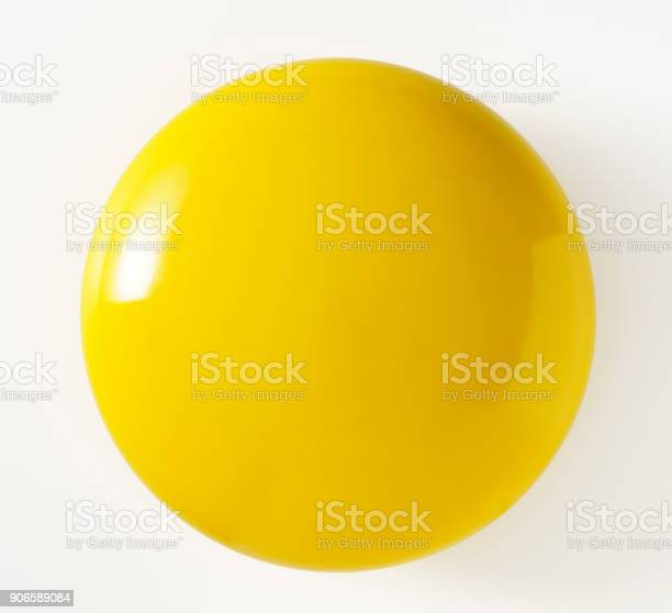 Isolated shot of yellow metal can on white background picture id906589084?b=1&k=6&m=906589084&s=612x612&h=spga5sanig7qsxjygb1yk6sdfmbopvw0z h98mb2ihg=