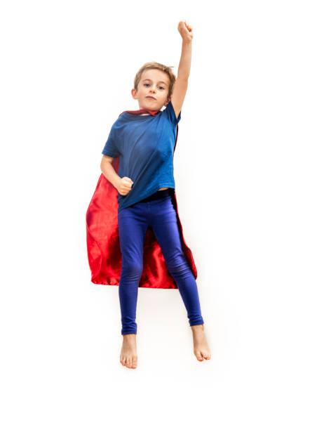Garoto super-herói isolado com cabo fingir liberdade emocionante sobre branco - foto de acervo
