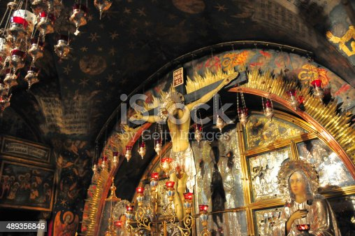 Jerusalem, Israel: Holy Sepulcher church - Calvary (Golgotha), traditionally regarded as the site of Jesus' crucifixion - main altar, run by the Greek Orthodox, which contains The Rock of Calvary, 12th Station of the Cross - Christian quarter - photo by M.Torres