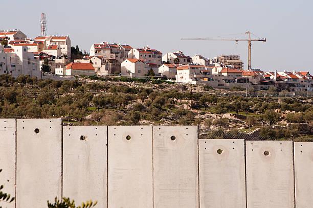israeli separation wall and settlement - mänsklig bosättning bildbanksfoton och bilder