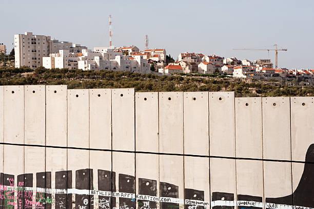 israelische trennung der wand und abrechnung - trennungssprüche stock-fotos und bilder
