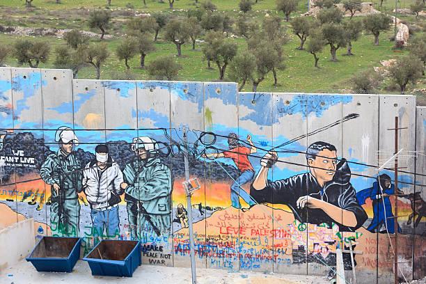 israelische west bank barrier - trennungssprüche stock-fotos und bilder