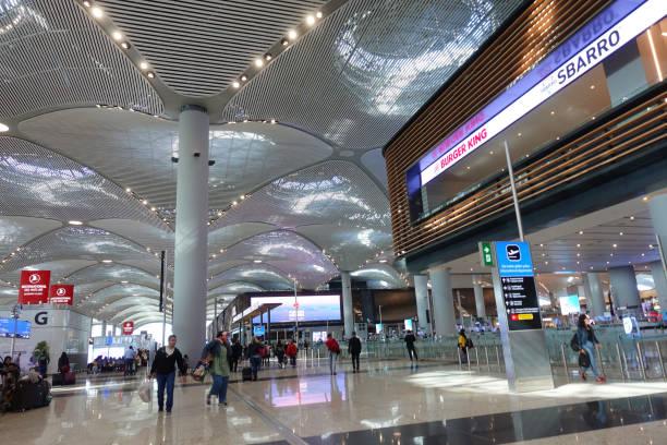 istanbul airport - cigarettes in duty free foto e immagini stock