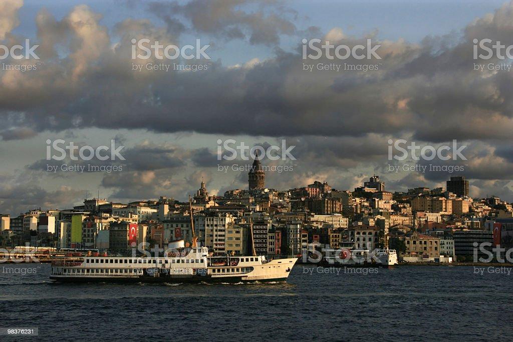 도시 이스탄불의 갈라타 타워 및 페리, royalty-free 스톡 사진