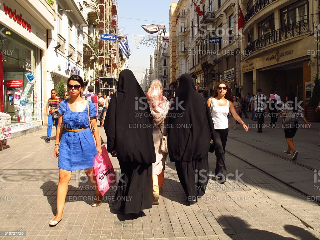 Istanbul Istikal Caddesi women in burkas and Western clothes stock photo