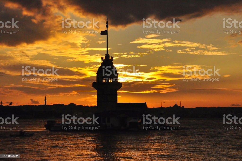Istanbul kızlık günbatımı doğuda kuleden. Uzaktan Sultanahmet Camii, Ayasofya ve Topkapı Sarayı gibi yerler vardır royalty-free stock photo