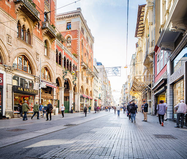 Istanbul Türkei Beyoglu Istiklal-Straße bei Tag – Foto