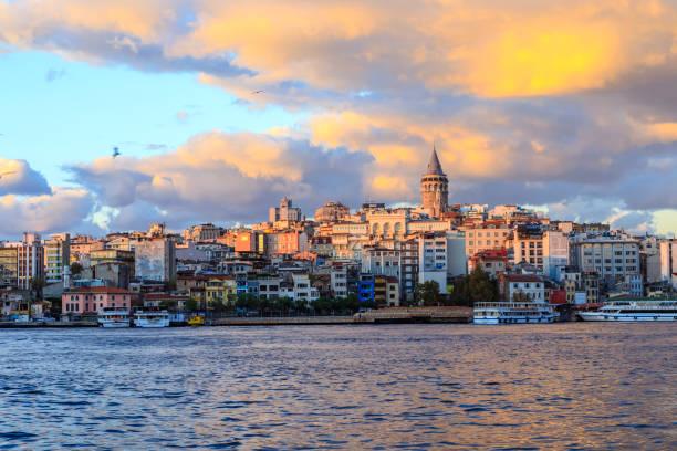 istanbul view across the golden horn with the galata tower in the background - stambuł zdjęcia i obrazy z banku zdjęć