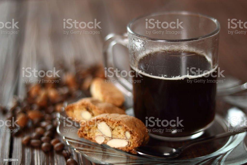 Italienska mandel kex cantuccini och kaffe kopp royaltyfri bildbanksbilder