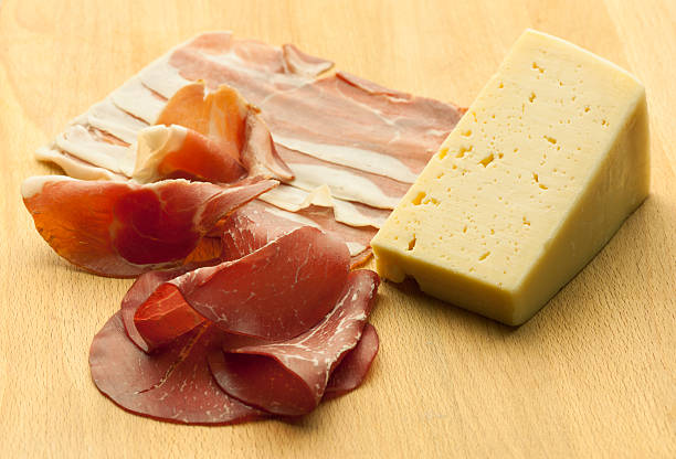 bresola italiano prosciutto e formaggio - bresaola foto e immagini stock