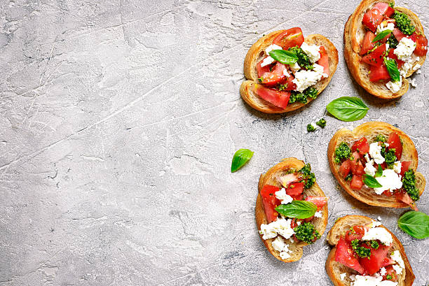 italian bruschetta with tomatoes,feta and basil pesto on . - 브루스케타 뉴스 사진 이미지