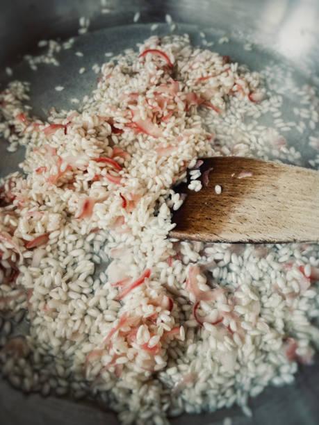 이탈리아 요리: 한 리조또 만들기 - 누벨퀴진 뉴스 사진 이미지