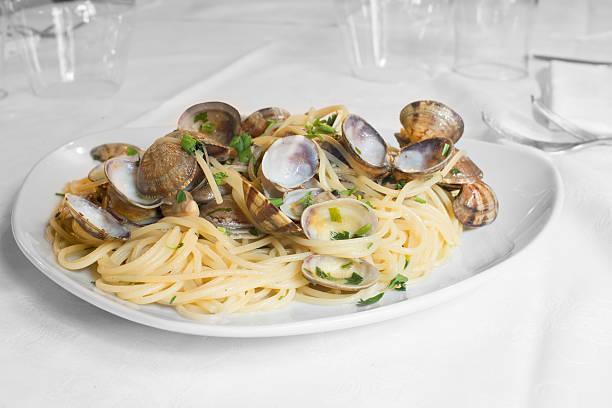kuchnia włoska, spaghetti z małż - mięczak zdjęcia i obrazy z banku zdjęć