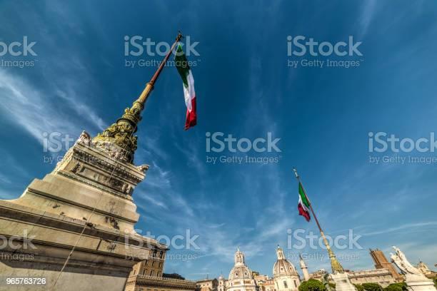 Italian Flags In Altar Of The Fatherland With Venice Square On The Background - Fotografias de stock e mais imagens de Acima