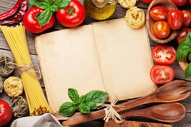 italienische küche kochen - italienische speisekarte stock-fotos und bilder