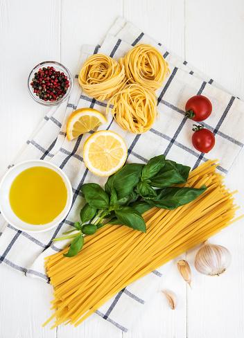 Italiensk Matingredienser-foton och fler bilder på Basilika - Ört
