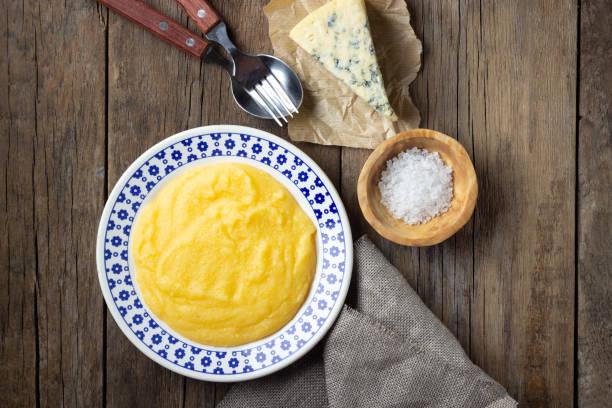 이탈리아 음식 폴렌타 - 폴렌타 죽 뉴스 사진 이미지
