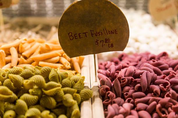 italienische pasta - pasta deli stock-fotos und bilder