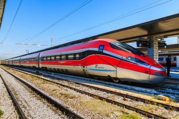 i̇talyan yüksek hızlı tren - sefer tarifesi stok fotoğraflar ve resimler