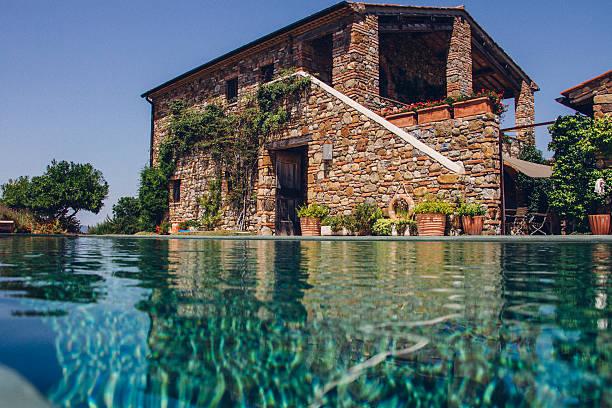 italienische holiday villa - ferienhaus toskana stock-fotos und bilder