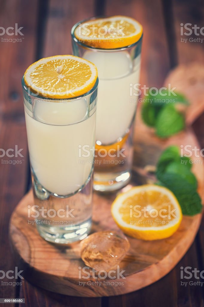 Italian Limoncello,Traditional Liqueur With Lemons - foto stock