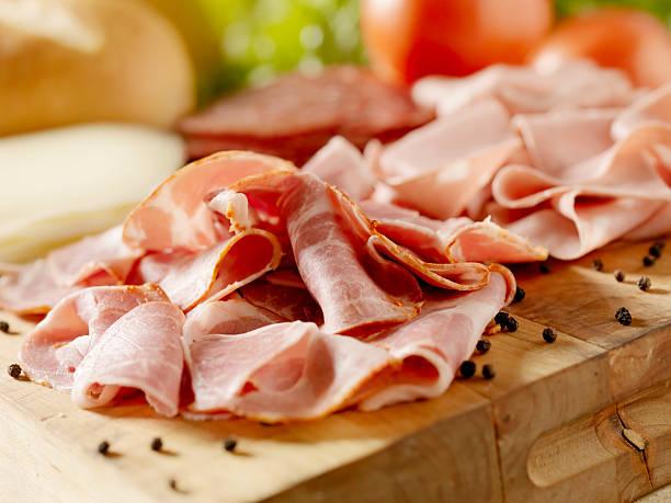 italienische fleisch mit käse und gemüse - käse wurst salat stock-fotos und bilder