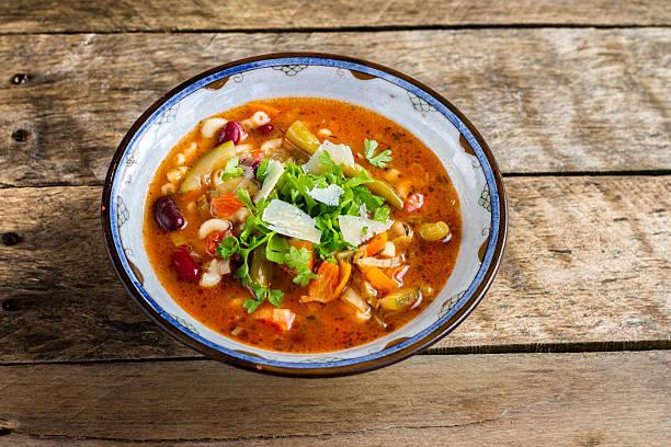 minestrone & zuppa pasta italiana. - minestrone foto e immagini stock