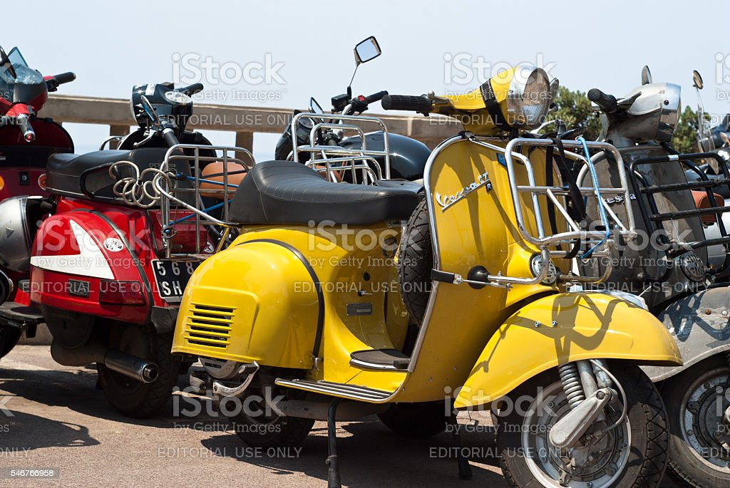 italian old vespa scooter - foto stock