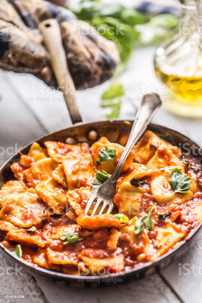 Italienische Und Mediterrane Küche Pasta Ravioli ...