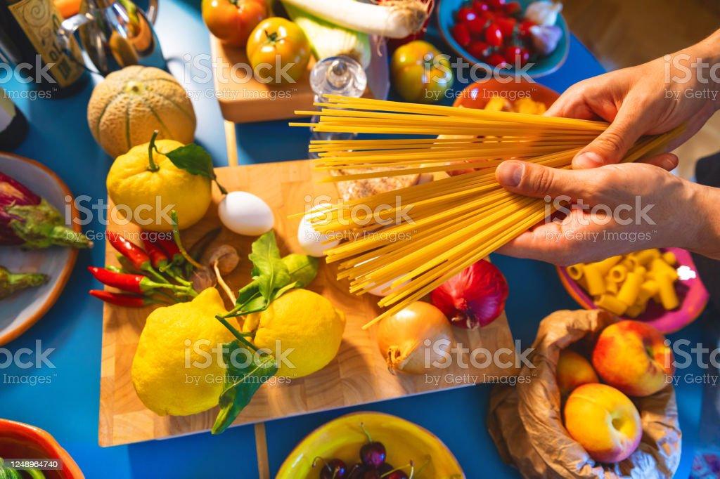 Italian Pasta Spaghetti - Foto stock royalty-free di Aglio - Alliacee
