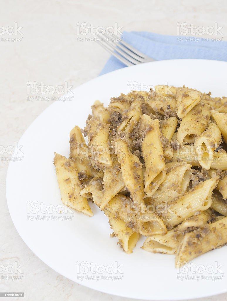Italian los fideos penne con carne fino foto de stock libre de derechos