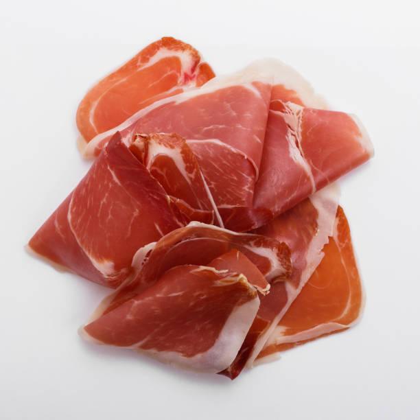 i̇talyan prosciutto crudo veya beyaz zemin üzerine i̇spanyol jamon - parma jambonu stok fotoğraflar ve resimler