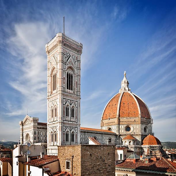 duomo di firenze, italienische renaissance-architektur - giotto stock-fotos und bilder