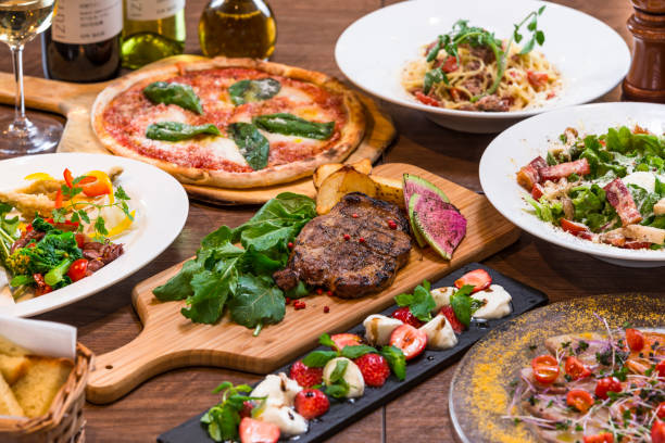 イタリアンレストランのコース料理 - comida italiana - fotografias e filmes do acervo