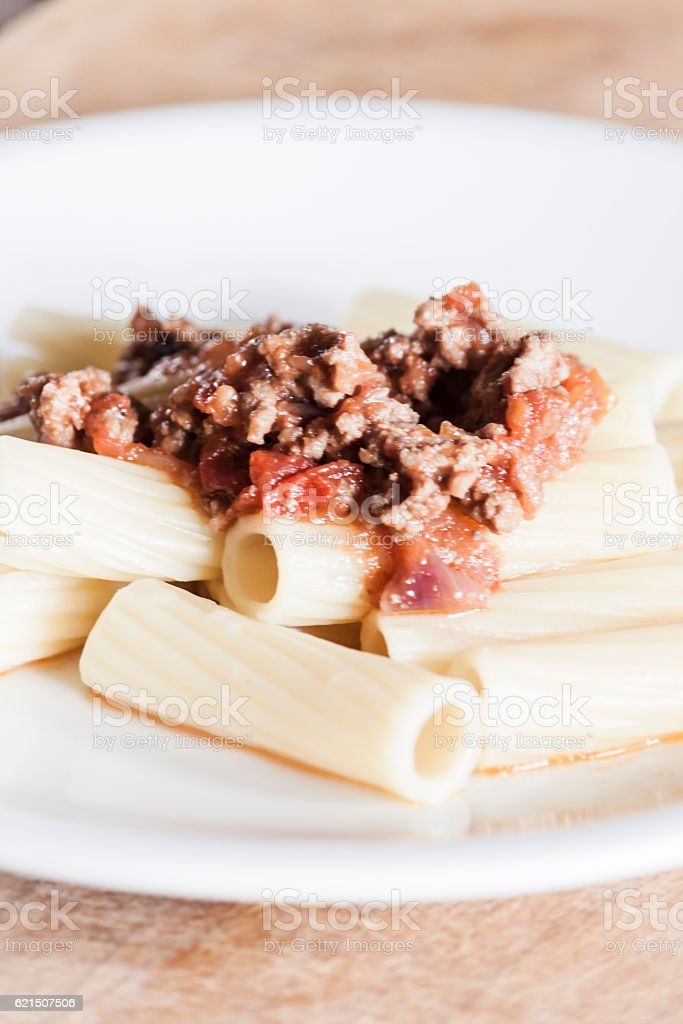 Italian rigatoni pasta with ragù alla bolognese photo libre de droits