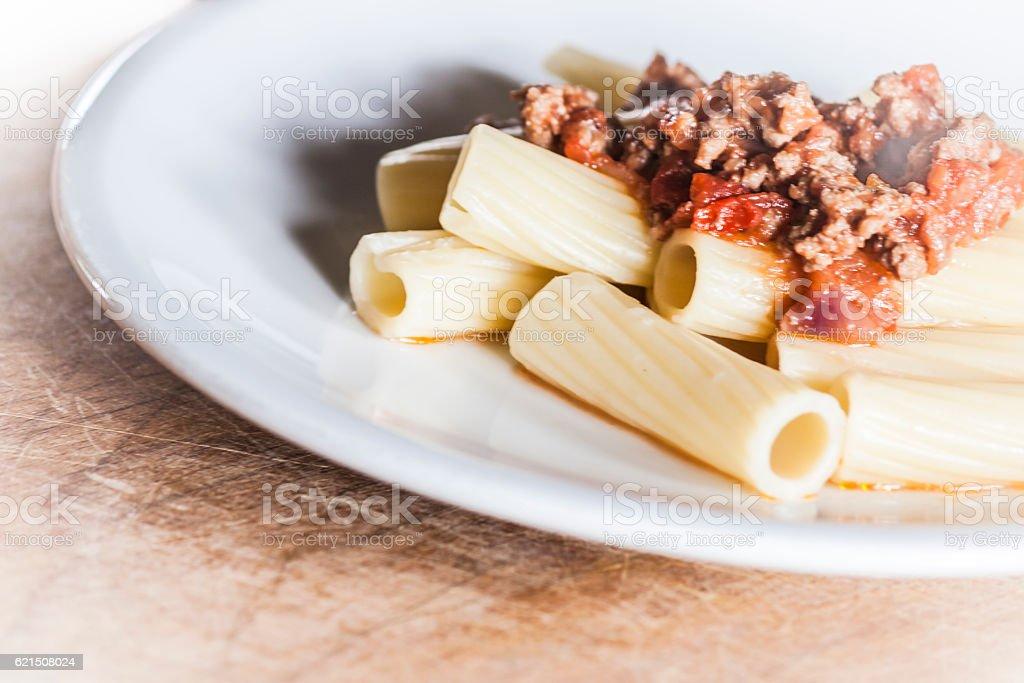 Italian rigatoni pasta with ragù alla bolognese Lizenzfreies stock-foto