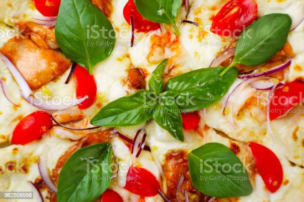 Foto de Pizza Italiana Frutos Do Mar Com Fundo De Camarões e mais fotos de stock de Alimentação Saudável