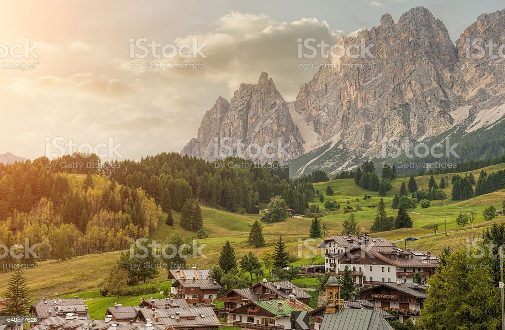 Italiano piccola città di Cortina d'Ampezzo - foto stock