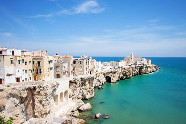 Pueblito italiano, al sur de Italia - foto de stock