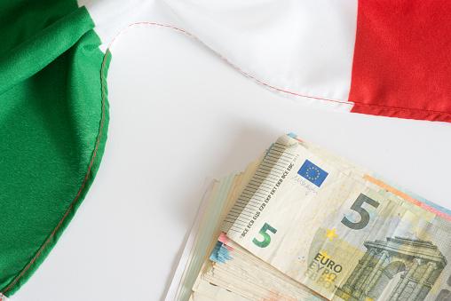 Italienische Flagge Und Euro Geld - Fotografie stock e altre immagini di Affari finanza e industria