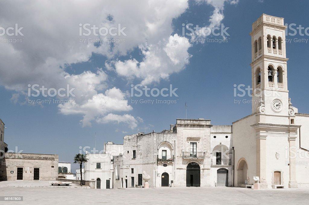 Italia, la Puglia, Specchia-la piazza principale foto stock royalty-free