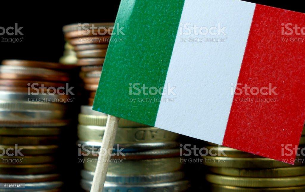 Italy flag waving with stack of money coins macro - Foto stock royalty-free di Affari