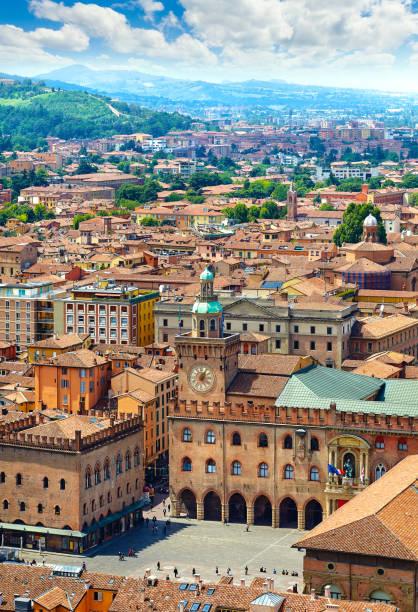 italy piazza maggiore in bologna old town - bolonia zdjęcia i obrazy z banku zdjęć