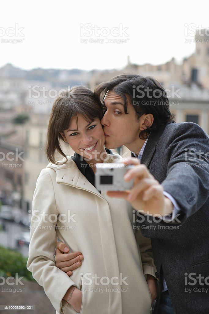 Italy, Rome, Piazza del Campidoglio, couple taking self-portrait photograph foto de stock libre de derechos