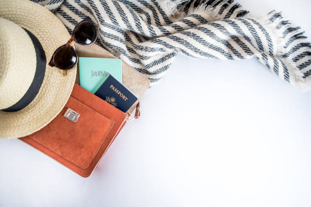 items for a solo traveler - travel imagens e fotografias de stock