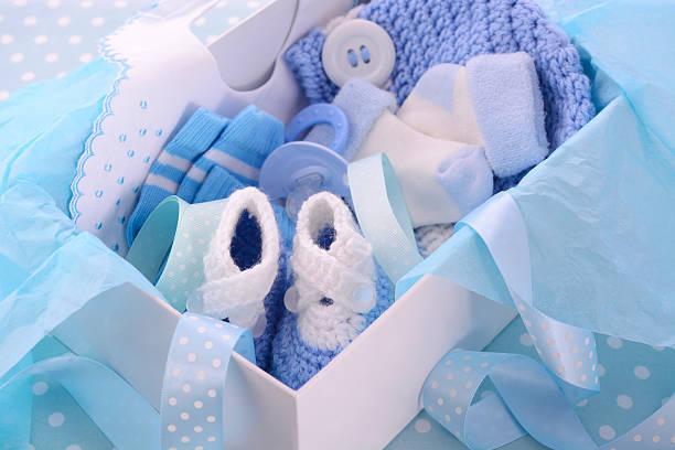 seine a boy blue-baby-geschenk-box - geschenk zur taufe stock-fotos und bilder